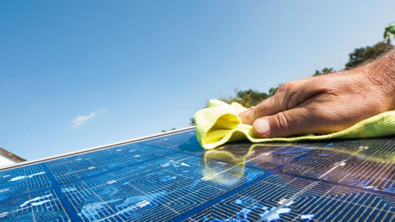 8 Solar panel cleaning tips anyone can do
